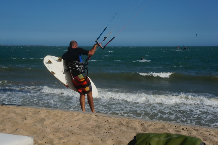 Kite surfer gearing up for the ocean.
