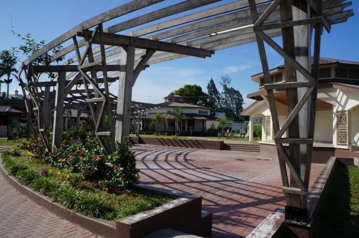 Pretty park area near the visitor center.