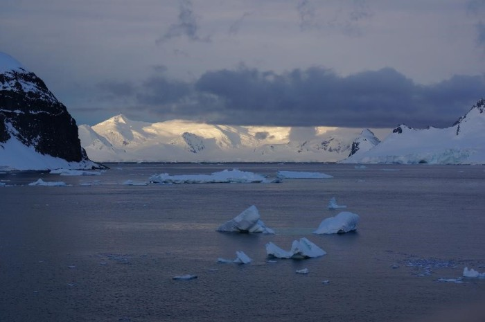 The sun never truly set while we were in Antarctica so enjoyed hours upon hours of dayllight!